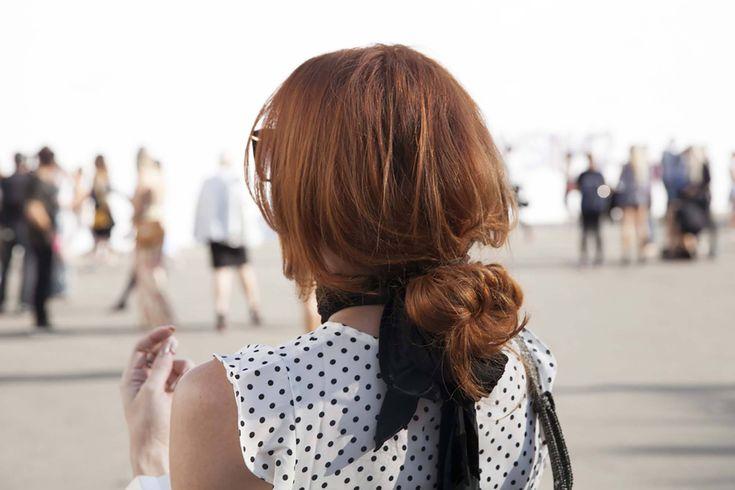 O cabelo castanho avermelhado é uma das cores que vão fazer sucesso em 2017. Se você quer mudar o visual para um tom discreto, talvez essa seja uma opção. | All Things Hair - Dos especialistas em cabelos da Unilever