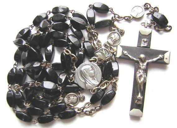 Grand chapelet ancien perles de verre noires par MILLETRESORS