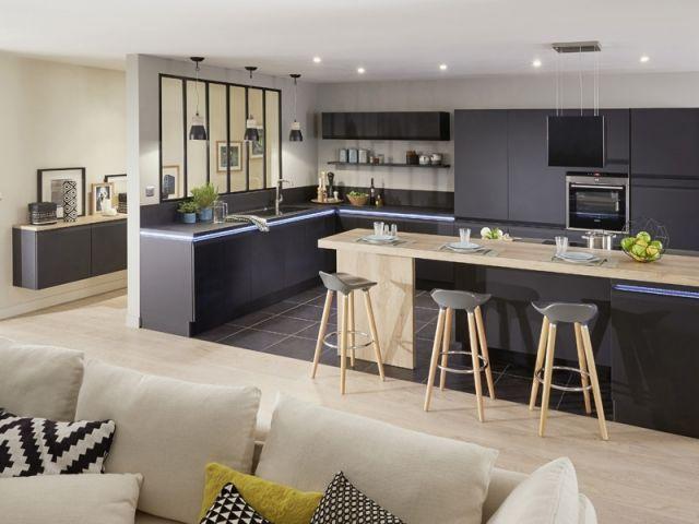 Où ? Voici l'une des dispositions les plus en vogue du moment : la cuisine est séparée du reste de la pièce à vivre par une verrière. Si la verrière est ici de dimension réduite, elle peut ... #maisonAPart