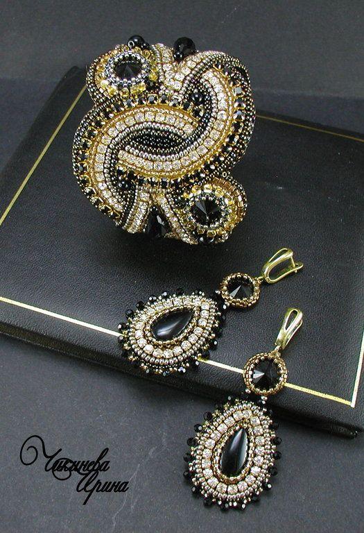 """Купить Комплект """"Электра"""" - чёрный, золото, серебро, браслет, серьги, комплект украшений, Вышивка бисером"""