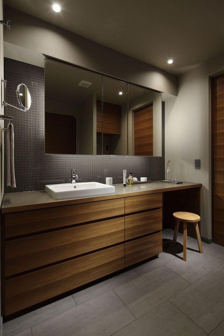 座って準備できる洗面室(碑文谷・時層の家) - トイレ/バス事例|SUVACO(スバコ)