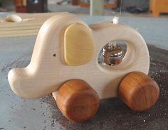 木のおもちゃ/手押し車