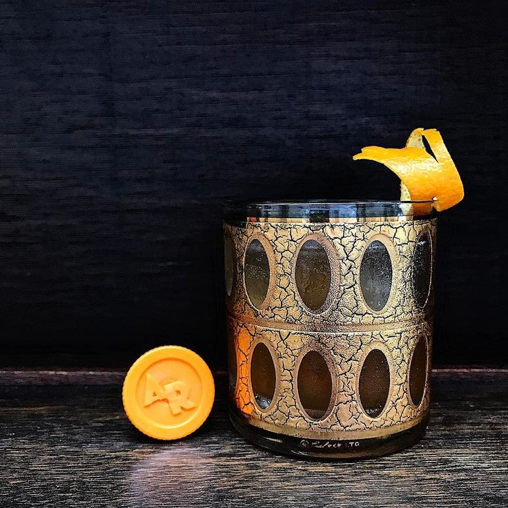 Oranges and almonds. Love that flavour combination in a Weve taken a Godmother (Amaretto  Vodka) and hotrodded it #responsibly . Ama- Rock-O . 45 mls or 1 and 1/2oz Alaskan Rock Vodka 20mls or 2/3oz Amaretto di Saronno Italian almond liqueur 10mls or 1/3oz orange juice 5mls or 1/6oz Solerno blood orange liqueur several dashes Angostura Bitters . Wet shake - thats everything with ice. Double strain into a rocks glass filled with ice and garnish with some orange peel after first expressing the…