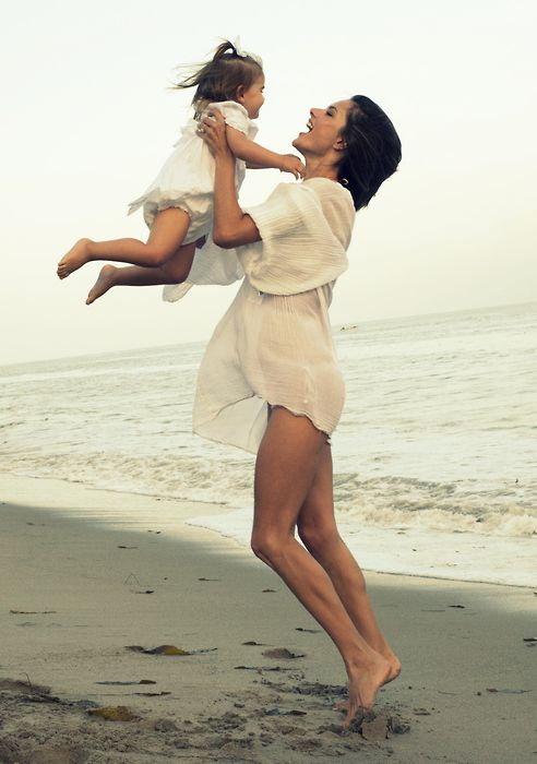 Mother daughter baby Jane birkin beach