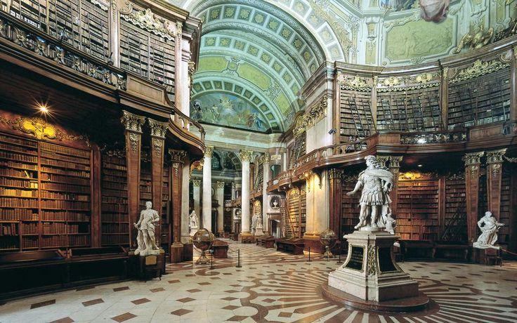 Εθνική Βιβλιοθήκη της Αυστρίας: Βρίσκεται στη Βιέννη, χτίστηκε το 1723 και μοιάζει με παλάτι χωρίς υπερβολές, αφού τέτοιο ήταν ως το 1920 που πέρασε στην ιδιοκτησία του κράτους.
