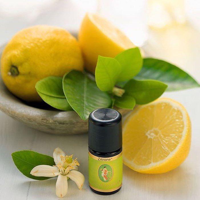 Løber din mund også i vand når du tænker på Citron ?  Prøv at dryppe et par dråber i en fin duftlampe eller på en Duftsten og mærk den opfriskende og opkvikkende virkning gennem lugtesansen - Ideel når man Feks sidder på 2.nden dagen med status og kørselsregnskab   Link i profilen  #webshop #æteriskeolier #aromaterapi #citron #dufterdejligt #forfriskende #opkvikker #duftlampe #duftsten #status #regnskab #livetsomselvstændig #jegelskerdet