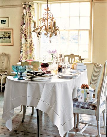 Sit-Down Buffet: Linens needn't be ironed. Lay the cloth in the morning, and let the August humidity gently smooth its creases.