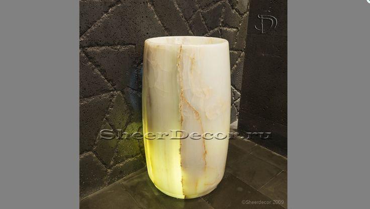 Раковина в ванную Anelia из оникса, пьедестал, круглой формы. Изготовлена из натурального камня White Onyx белого цвета.