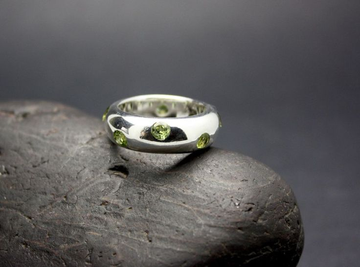 SOLID STERLING SILVER & 8 PERIDOT STONES set in RING FAST FREE SHIPPING !!