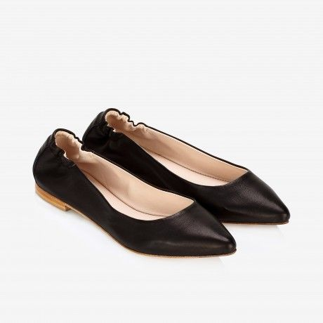 Pointed-toe Flats Black
