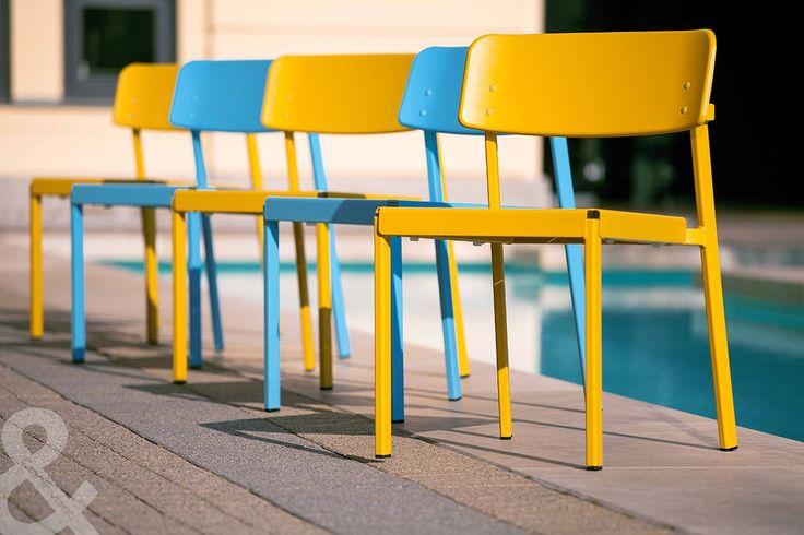 Színes Coninvest székek az Óz Kantin teraszán. / Colorful Coninvest chairs on the terracce of Óz Kantin.