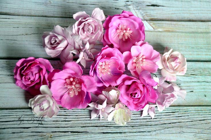 Kwiaty z foamiranu. / Foamiran flowers.
