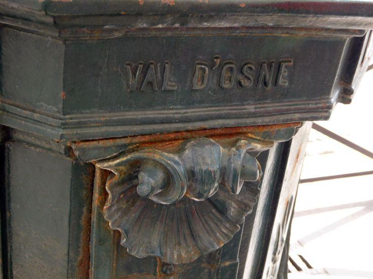Wallace Fountain in Paris, Val d'Osne Signature (detail), Avenue de Villiers (17e arr.), made by Fonderie du Val d'Osne