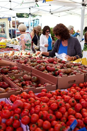 heirloom tomatoes, Sonoma Valley, CA Best farmer's market -- Tuesday evenings after 5:30 on the Sonoma Plaza