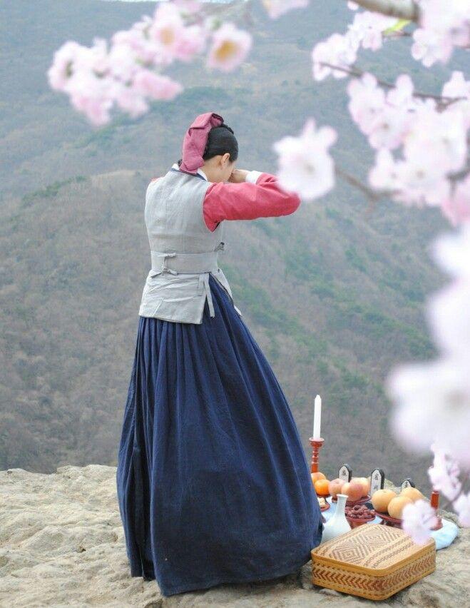 동이 부모님께♡♡♡Dong Yi (Hangul: 동이; hanja: 同伊) is a 2010 South Korean historical television drama series, starring Han Hyo-joo, Ji Jin-hee, Lee So-yeon andBae Soo-bin. About the love story between King Sukjong and Choi Suk-bin, it aired on MBC from 22 March to 12 October 2010 on Mondays and Tuesdays at 21:55 for 60 episodes.cal television drama series, starring Han Hyo-joo, Ji Jin-hee, Lee So-yeon andBae Soo-bin. About the love story between King Sukjong and Choi Suk-bin, it aired on MBC from 22…