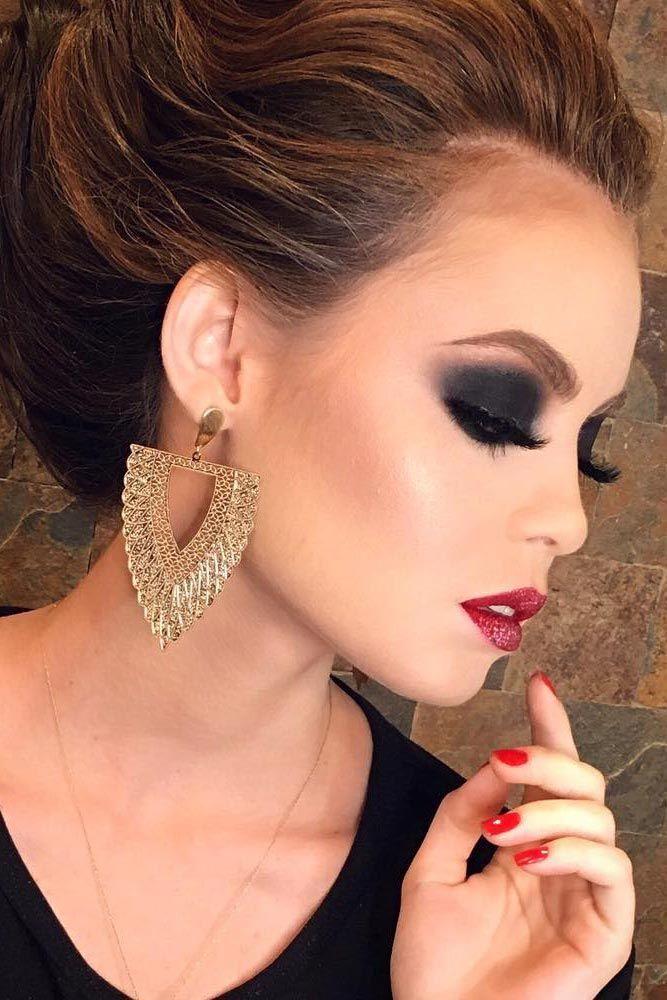 Sexy Smokey Eye Makeup Ideas to Help You Catch His Attention ★ See more: http://glaminati.com/sexy-smokey-eye-makeup/