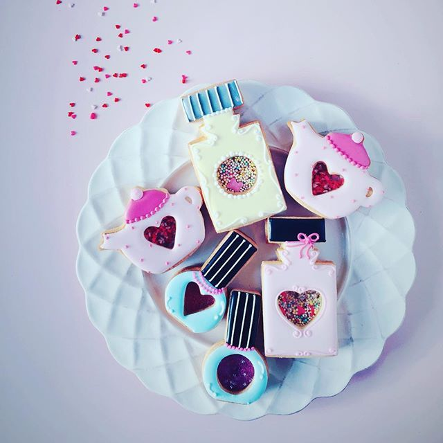 Love it . . #icingcookies#cookies#decoratedcookies#cookieart#sprinkles#edibleart#royalicing#sweet#sweets#lindo#cute#kawaii#baking#instafood#instasweet#valentine#valentinesday#love#lovely#pink#heart#쿠키#아이싱쿠키#曲奇#アイシングクッキー#クッキー#お菓子#ピンク#ycsweets