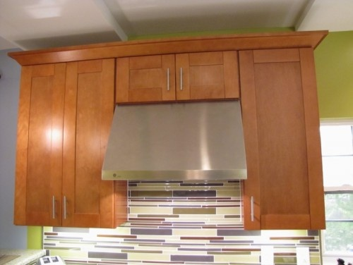 Shaker style cabinets with modern tile backsplash for Autumn shaker kitchen cabinets