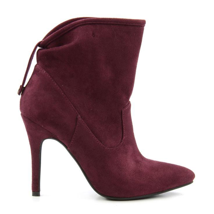 Mooie bordeaux rode enkellaarsjes met hoge stiletto hak! Op zoek naar mooie schoenen voor onder je favoriete outfit? Check al onze mooie schoenen in de webshop. - Beautiful stiletto heels! We love these burgundy ankle boots!