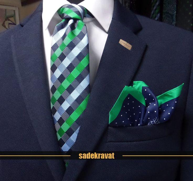 www.sadekravat.com dan Mendil Kravat Kombinasyonu Yeşil Lacivert Mavi Kareli Kravat 5943 ( www.sadekravat.com/yesil-lacivert-mavi-kareli-kravat-5943 ) ve  Özel Kravat Mendili M85 ( www.sadekravat.com/ozel-kravat-mendili-m85 )   #örgükravat #ketenkravat #ipekkravat #slimkravat #ortaincekravat #incekravat #gömlek #ceket #mendil #kravatmendilkombin #ofis #bursa #türkiye #çizgilikravat #şaldesenlikravat #ekoselikravat #küçükdesenlikravat #düzkravat #pink #blue #dot #orange #2016yılbaşı #gift