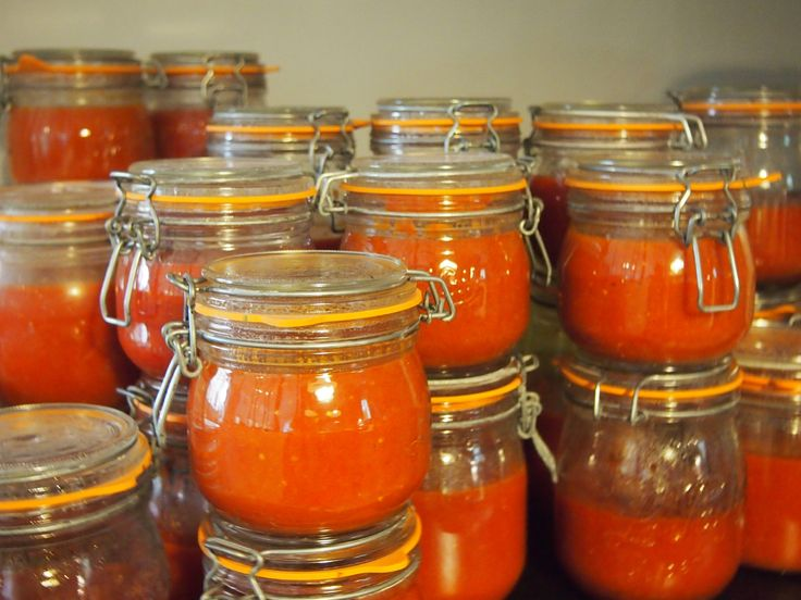 L'année dernière, j'avais testé la recette de sauce tomate de la mémé de Pierre Troisgros trouvée dans son livre la colline du colombier. et...