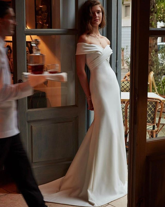 A modern romance with timeless beauty (link in bio to shop the Blake Gown)
