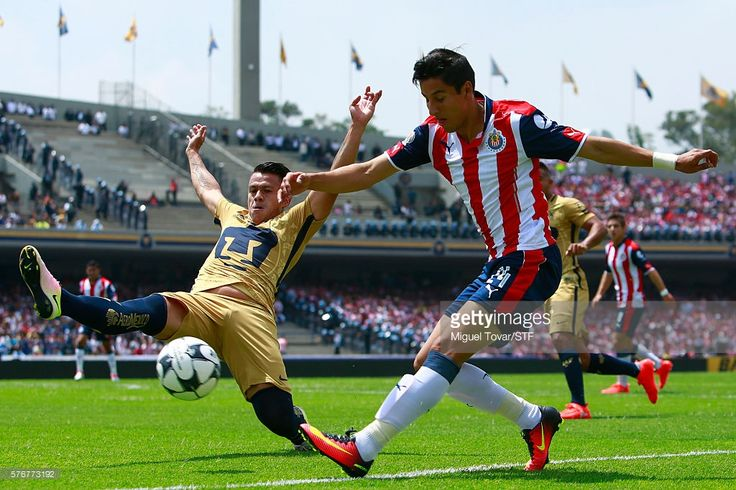 Marcelo Alatorre of Pumas fights for the ball with Carlos Cisneros of Chivas during the 1st round match between Pumas UNAM and Chivas as part of the Torneo Apertura 2016 Liga MX at Olimpico Universitario Stadium on July 17, 2016 in Mexico City, Mexico.