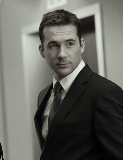Barry Sloane, Aiden from Revenge - that accent! Who I imagined as Thomas when reading in Beautiful Redemption