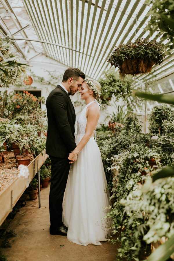 Unforgettably elegant garden wedding inspiration | Vic Bonvicini Photography