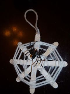 Cute Spider Web Halloween Craft for kids. Cheap and full of artistic flair. This blog shows the set by set guide for creating Halloween crafts with our kids. #craftsforkids