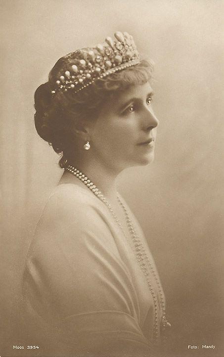 Queen Marie of Romania                                                                                                                                                                                 Mehr