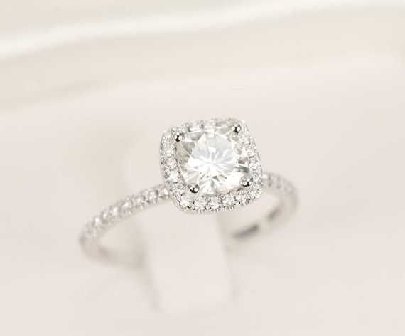 9/10  + round diamond, square encrusted setting + encrusted band + halo setting
