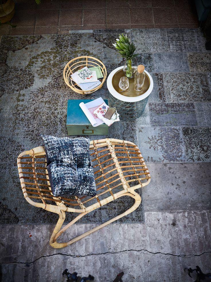 Tapijten maken van restjes stof is een van de oudste vormen van handwerk, waarbij materialen worden hergebruikt en een tweede leven krijgen. Dat is mooi én duurzaam. Ga bijvoorbeeld voor vloerkleed SILKEBORG (IKEA)