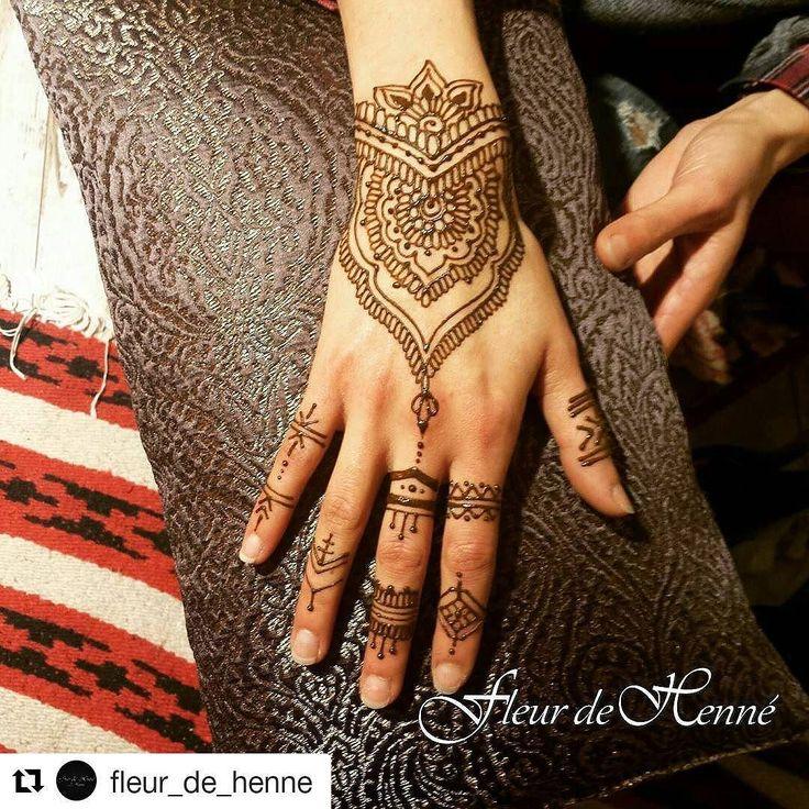 #follow@hennafamily #hennafamily #Repost @fleur_de_henne  ... sur le joli coussin de @lapagailledelulu  #mehndi #henné #Coiff&tatoo  #nancy #lesalondejustine #livelaughlove #bohostyle #lovehenna