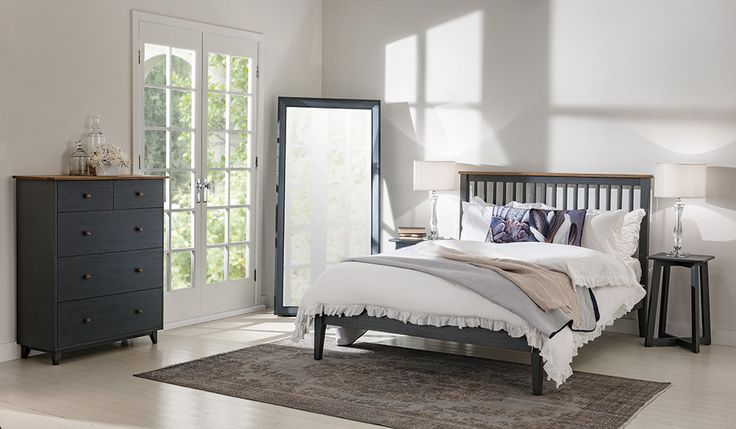 Maine Queen Bed in Charcoal