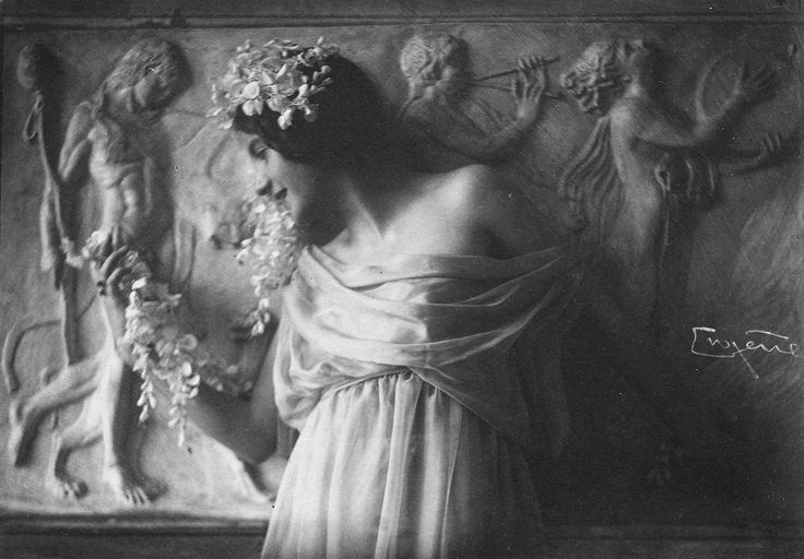 Frank Eugene: Fritzi von Derra - The Greek Dancer, 1900