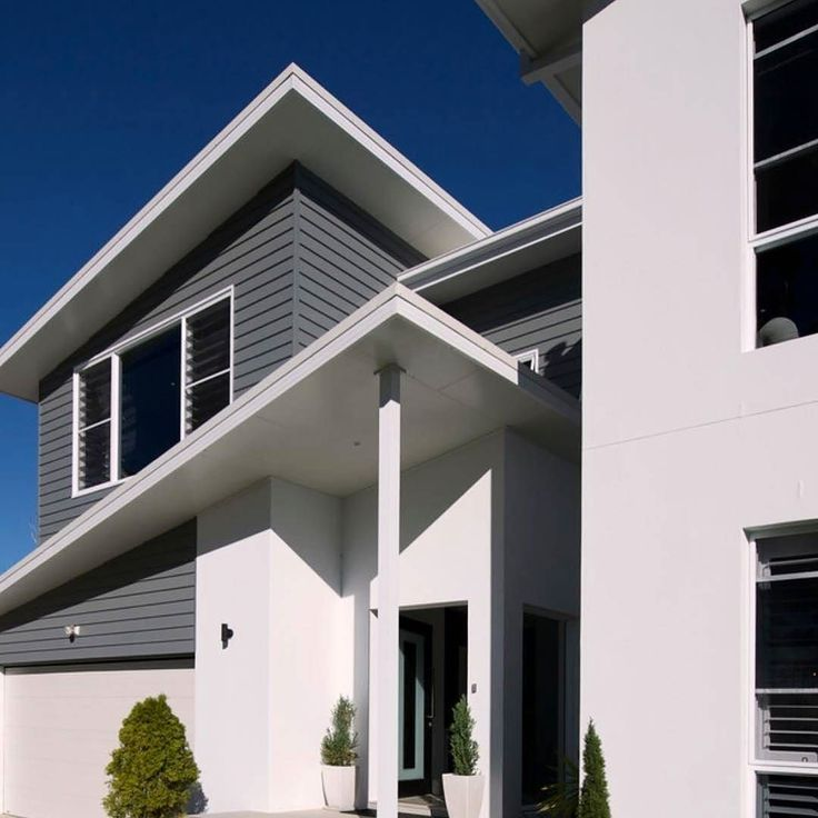 """Channeling warm coastal colours contrasted with sharp white lines. We love this build by @bakkerhomes featuring Scyon Linea Paint: Cladding is Dulux """"Klute"""" and White colour is Dulux """"White on white"""" #australianarchitecture #architecture #exterior #exteriordesign #scyonwalls"""
