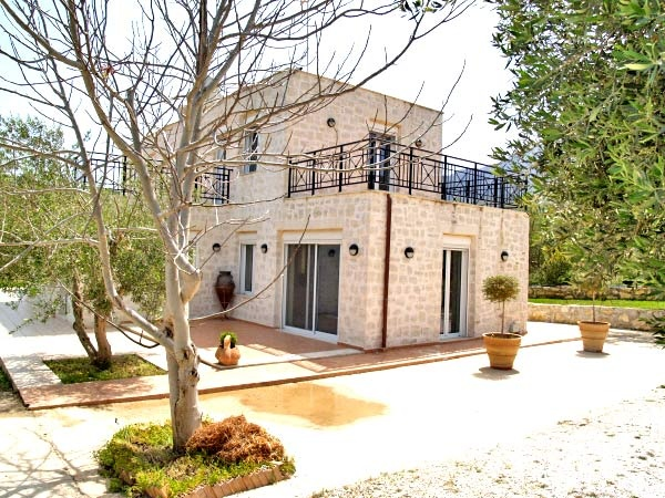 Rental Property Crete, a lovely 75m² stone built semi-detached house for the long term rental of minimum one (1) year. This enchanting house has several surrounding terraces which are perfect to relax within the unspoilt environment and listen to nature's sounds...