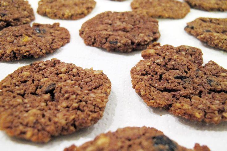 Acești biscuiți sunt potriviți în special pentru cei ce au intoleranțe la lactoză și gluten, dar nu înseamnă că nu se pot bucura de beneficiile lor și cei ce nu au problemele de mai sus.