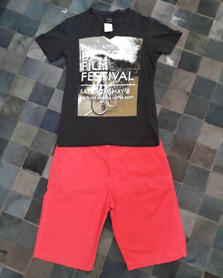 Look masculino descontraído com  mistura de cores  ótimo para o dia a dia.  Bermuda:#Akkar/ Tam:44 R $5800 Camiseta:#Zara/ Tam:P R$5600  #brechócamarimtododianovidade  #brecho.