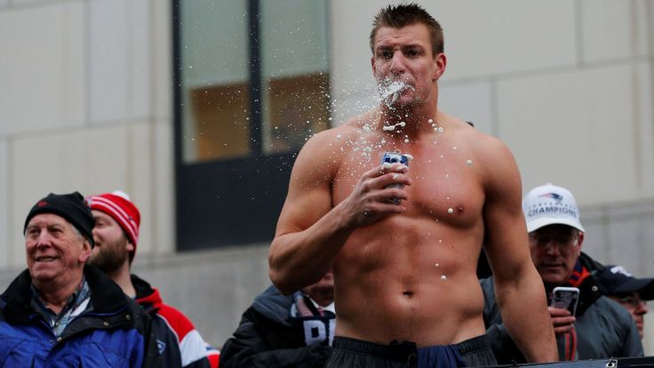Rob Gronkowski loses shirt, lives it up during victory parade