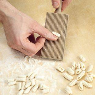 Malloreddus : La Cucina Italiana | #Italian #Sardinian #Pasta #SemolinaFlour #Simple #DIY #Homemade #Gnocchi #Shape #Dumplings #Cavatelli #GnocchettiSardi