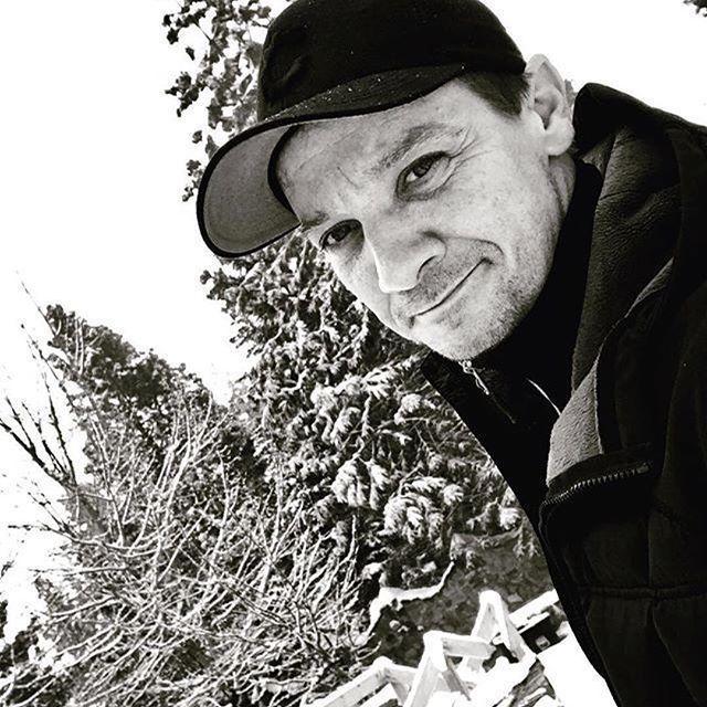 filmarks_official 本日はアベンジャーズのホークアイやミッション:インポッシブルなど様々な映画で活躍しているジェレミー・レナーの誕生日🎂最新出演作『メッセージ』は現在★4.1と高評価!5月公開予定です👀 ・・ Repost by @renner4real ・・・ White xmas is happening! So happy #blessed #thankyou #santa #mothernature #laketahoe2016 ・・・ #映画 #movie #jeremyrenner #ジェレミーレナー #arrival #メッセージ #hawkeye #ホークアイ #avengers #アベンジャーズ #marvel #マーベル #missionimpossible #ミッションインポッシブル #映画部  2017/01/07 19:39:57