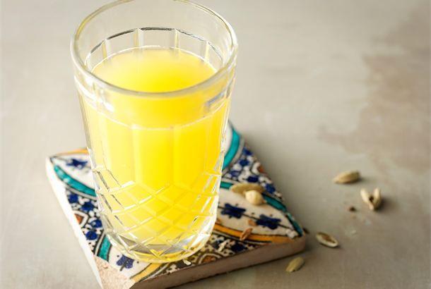 Kardemumma-hedelmäjuoma ✦ Kardemumma-hedelmäjuoma sopii nautittavaksi sekä lämpimänä että kylmänä. http://www.valio.fi/reseptit/kardemumma-hedelmajuoma/