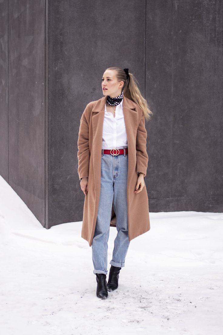 OUTFIT, 80 s trend, beige trench coat, scarf, dots, white shirt