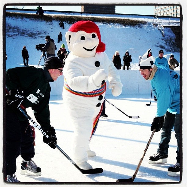 159 best images about bonhomme and quebec carnival on for Patinage exterieur
