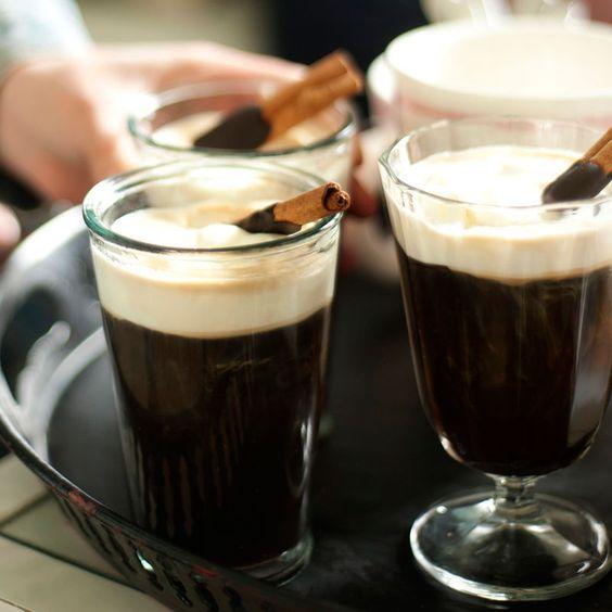 En värmande drink med vuxen smak. Kaffe och hasselnöten gifter sig perfekt tillsammans i munnen efter maten.