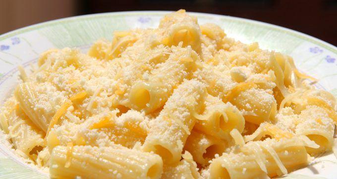 Paste quatro formaggi cremoase și aromate - o rețetă simplă și delicioasă, ușor de pregătit, cu un gust minunat! Combinația de brânzeturi e fabuloasă!