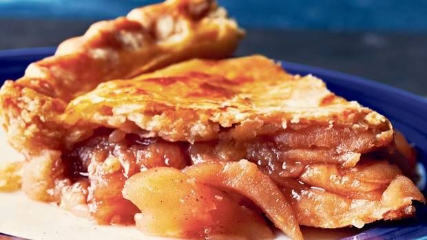 Apple pie with cheddar crust