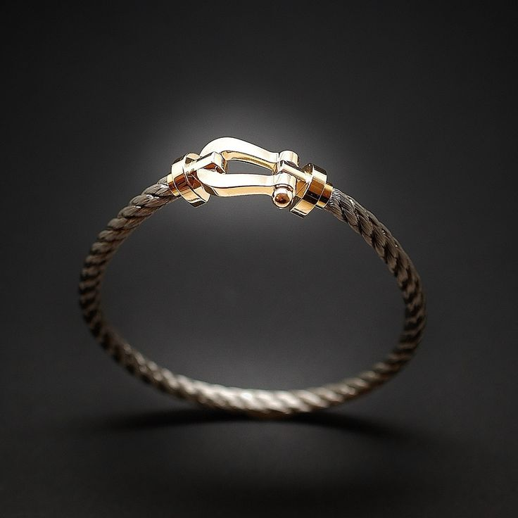 à vendre : 1200€ Bracelet Fred Force 10 Grand Modèle  en or jaune 18 carats et acier de 2016  Longueur : 20 cm  largeur  motif : 13 mm  Pochon, Papiers et facture d'origine  Prix neuf : 1 870€  Vendu avec facture.
